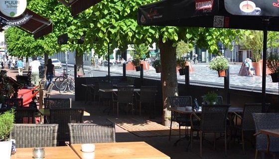 Terras bij Grand Café de Biechtstoel Groningen