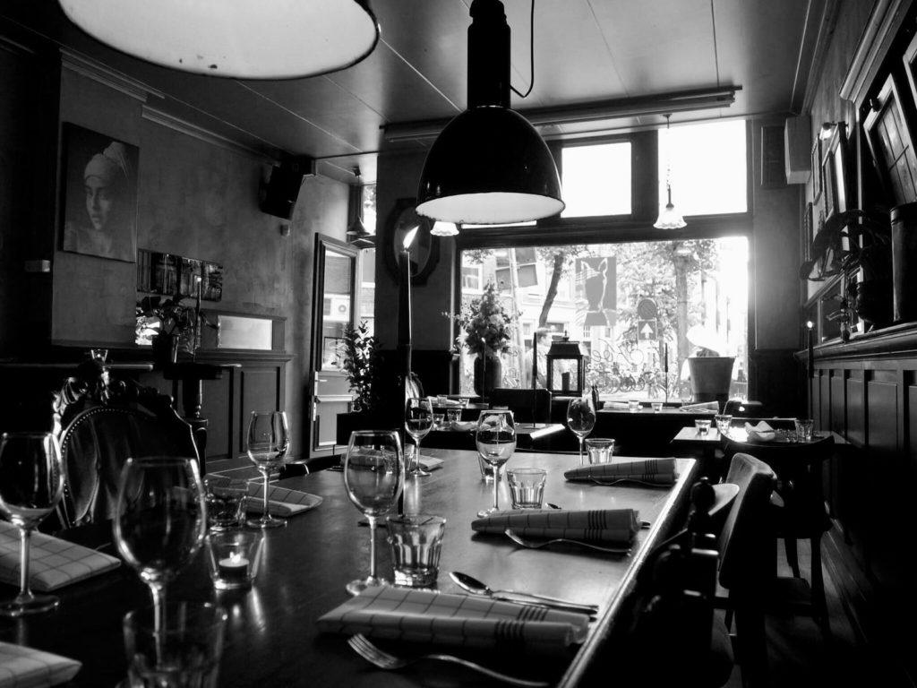 Gedekte tafel bij Eetcafé 't Koetshuys in Groningen